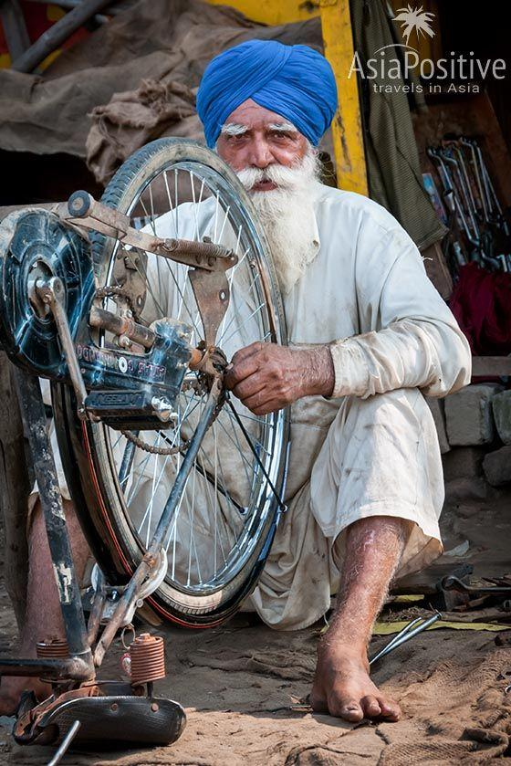 Сикх за работой (Амритсар, Индия) | Сикхизм - религия хороших людей | Путешествия с AsiaPoitive.com