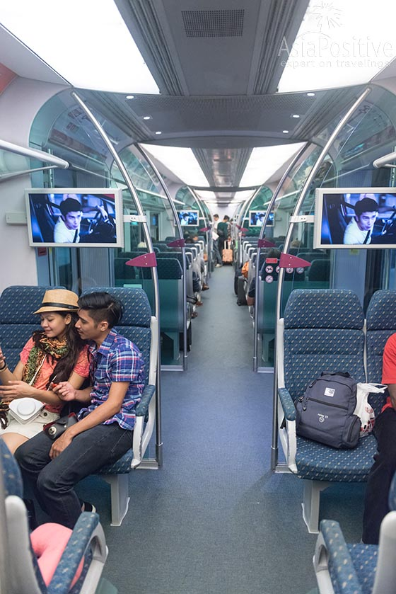 Интерьер поезда KLIA Express | Как дешевле, удобнее и быстрее доехать из аэропорта в Куала-Лумпур. Преимущества, недостатки, стоимость 5 способов добраться из аэропортов KLIA в центр города. | Путешествия по Азии с AsiaPositive.com
