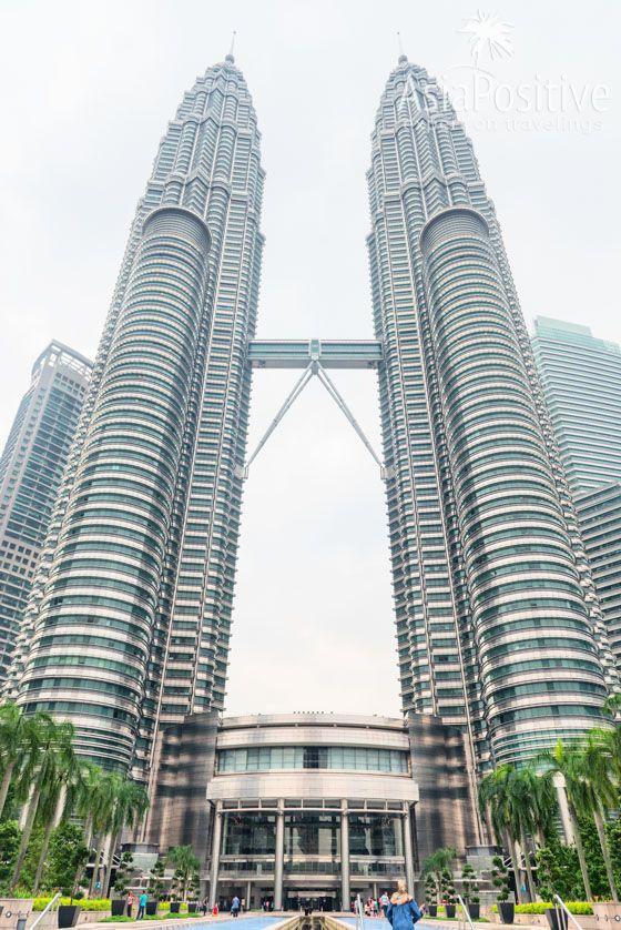 Башни - близнецы Петронас | Самые интересные, красивые и значимые достопримечательности Куала Лумпура с фото и описанием. ТОП 10 мест, которые стоит внести в список Что Посмотреть в Куала Лумпуре | ТОП 10 достопримечательностей Куала Лумпура | Эксперт по путешествия AsiaPositive.com