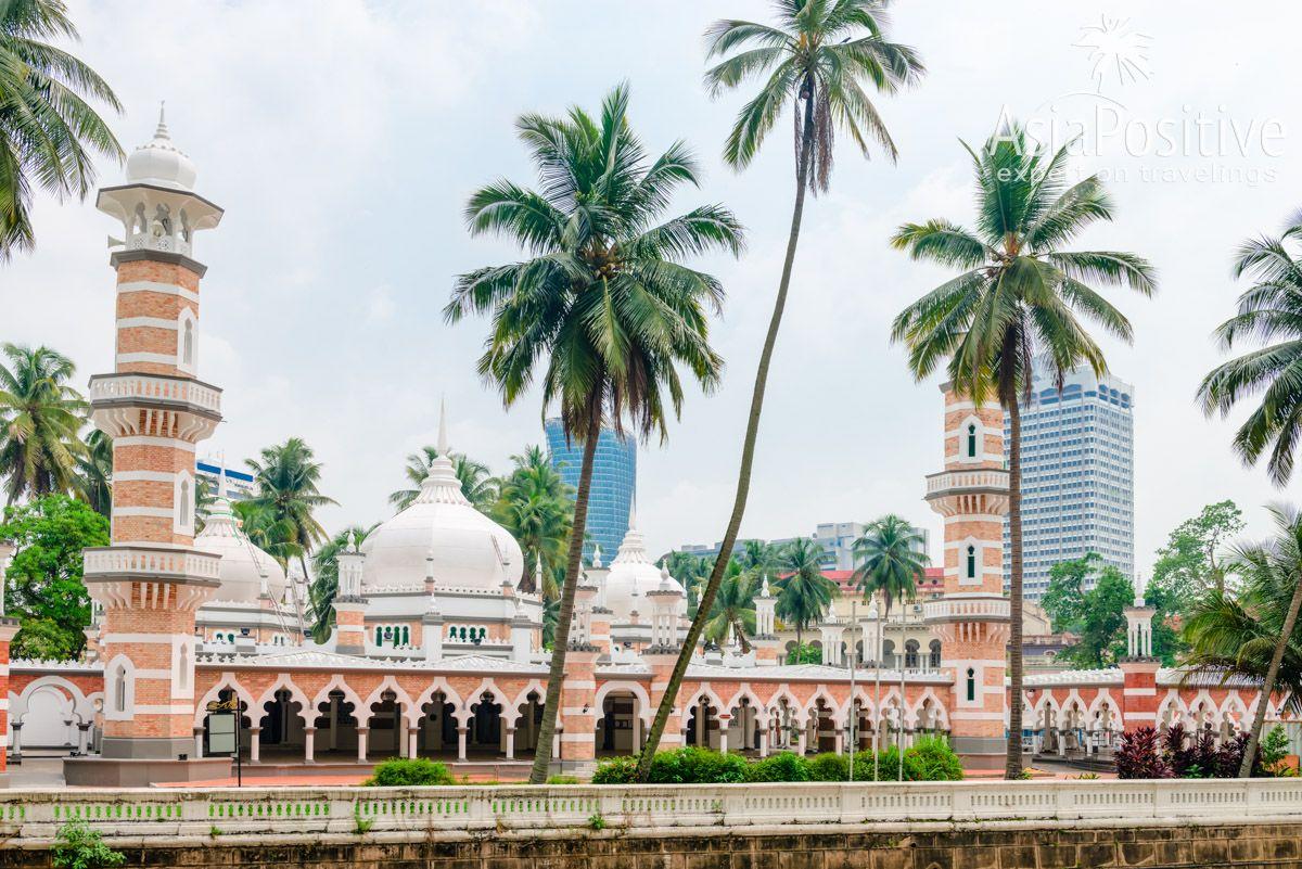 Мечеть Джамек (Masjid Jamek)| Самые интересные, красивые и значимые достопримечательности Куала Лумпура с фото и описанием. ТОП 10 мест, которые стоит внести в список Что Посмотреть в Куала Лумпуре | ТОП 10 достопримечательностей Куала Лумпура | Эксперт по путешествия AsiaPositive.com