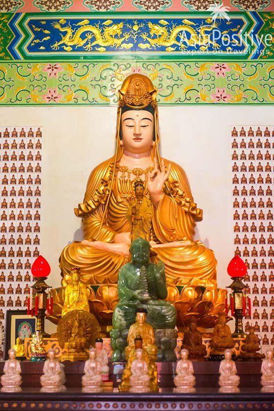 Статуя богини милосердия Гуаньинь | Храм Тянь Хоу (Thean Hou Temple) – достопримечательность Куала Лумпура и один из самых красивых китайских храмов Малайзии, который обязательно стоит увидеть | Эксперт по путешествиям AsiaPositive.com