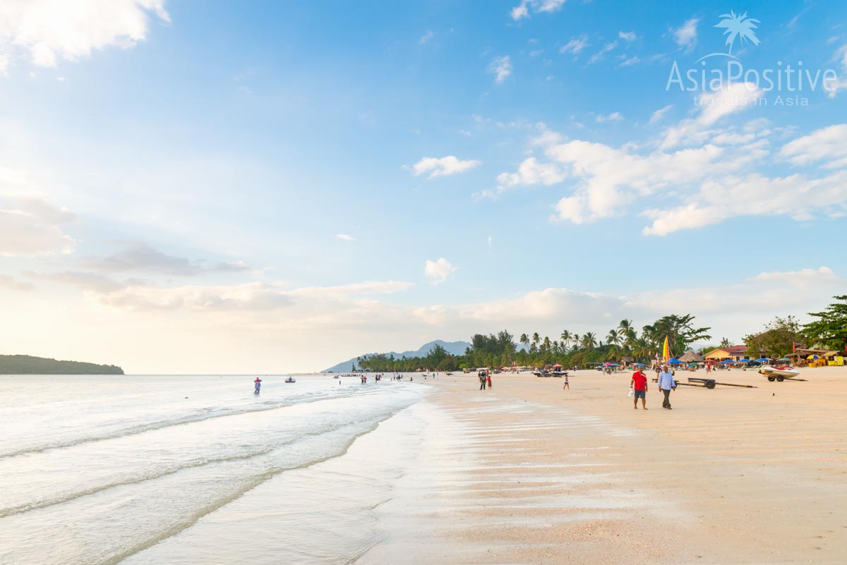 Отлив на самом популярном плаже Лангкави - пляж Ченанг  | Когда лучше ехать отдыхать на Лангкави | погода и климат, сезоны на Лангкави | Малайзия с AsiaPositive.com