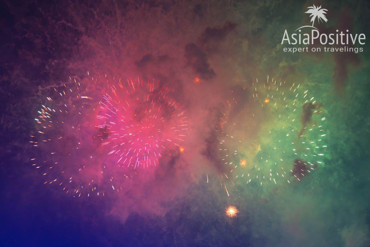 Новогодний фейерверк в Сингапуре без фотошопа | Как празднуют Новый Год в Сингапуре и что ожидать от поездки. В каких отелях стоит останавливаться для незабываемых впечатлений от Нового Года в Сингапуре. | Стоит ли ехать в Сингапур на Новый Год | Эксперт по путешествиям AsiaPositive.com