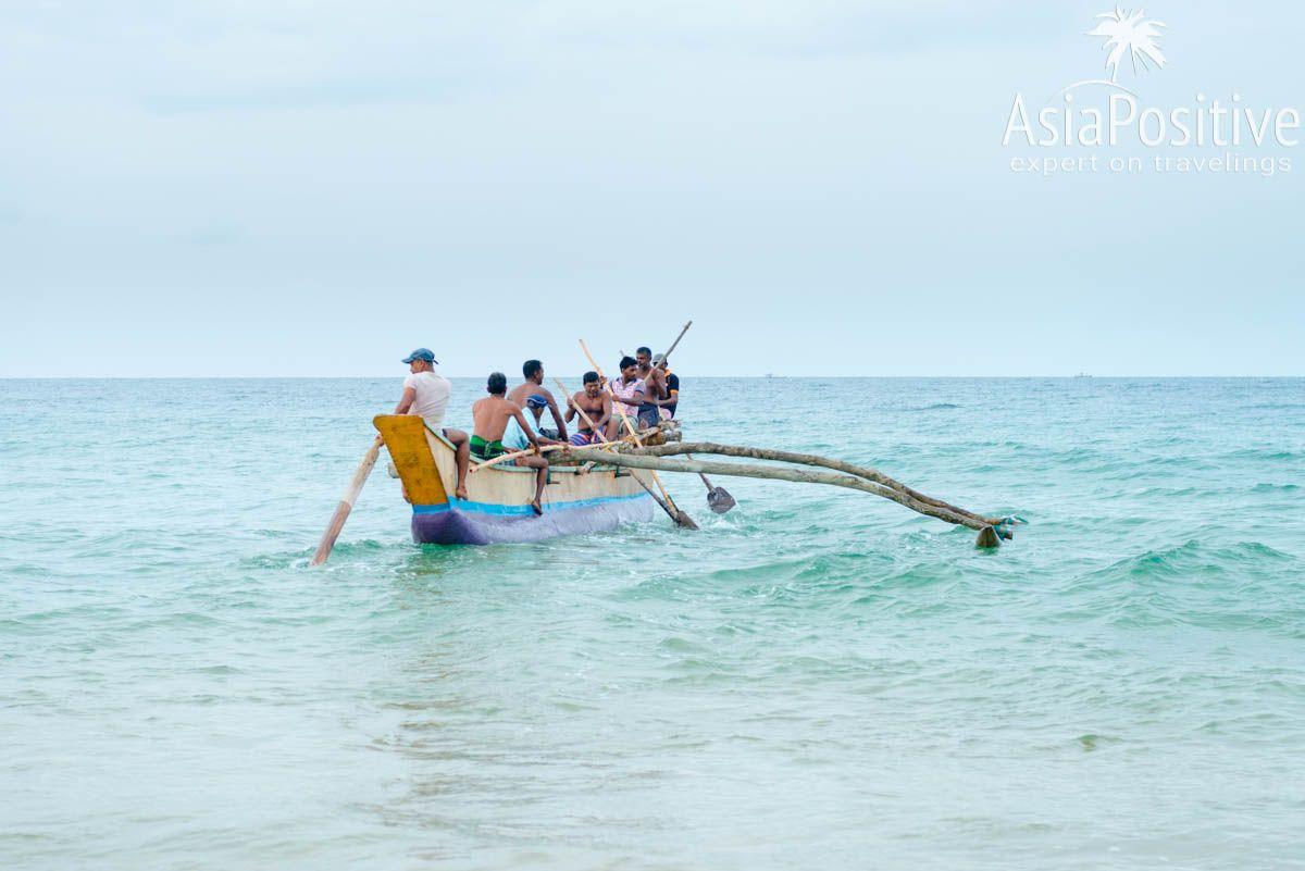 Рыбаки выходят в море на деревянной лодке | Путешествия с AsiaPositive.com