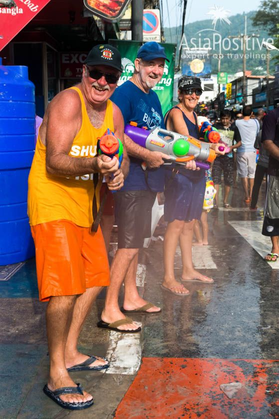 Как отмечают самый весёлый и мокрый праздник в Таиланде - тайский новый год Сонгкран: даты, традиции, правила безопасности и сохранность техники | Сонгкран - самый весёлый праздник в Таиланде | Эксперт по путешествиям AsiaPositive.com