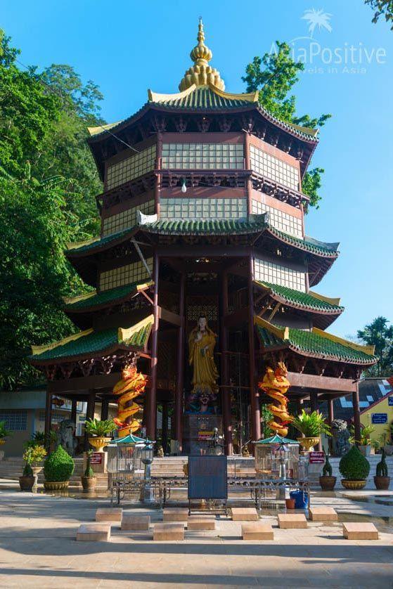 Пагода со статуей китайской богини Гуаньинь | Храм Пещера Тигра в Краби, Таиланд | Путешествия по Азии с AsiaPositive.com