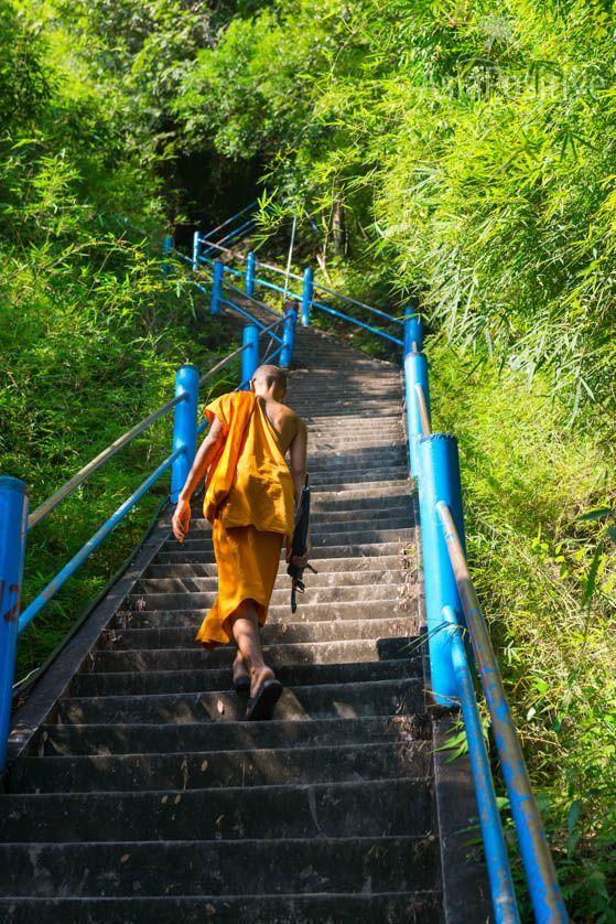 Тропа очищения на вершину скалы (1272 ступени) | Храм Пещера Тигра в Краби, Таиланд | Путешествия по Азии с AsiaPositive.com