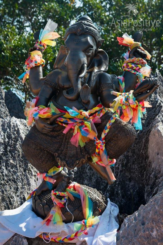 Статуя индуистского бога Ганеша на вершине скалы | Храм Пещера Тигра в Краби, Таиланд | Путешествия по Азии с AsiaPositive.com