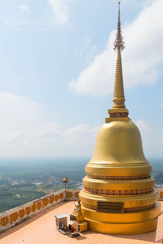 Чеди (ступа) на вершине скалы | Храм Пещера Тигра в Краби, Таиланд | Путешествия по Азии с AsiaPositive.com