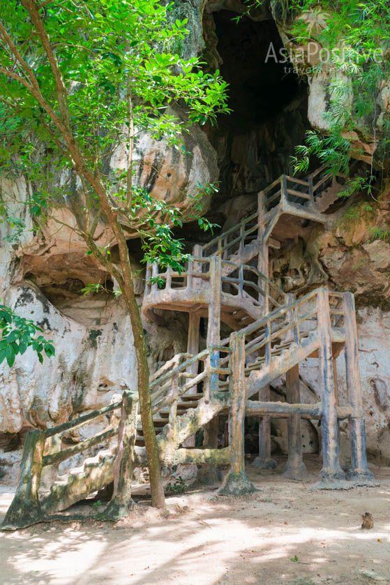 Лестница ведёт в главную пещеру | Что посмотреть в городе Краби (Таиланд) | AsiaPositive.com