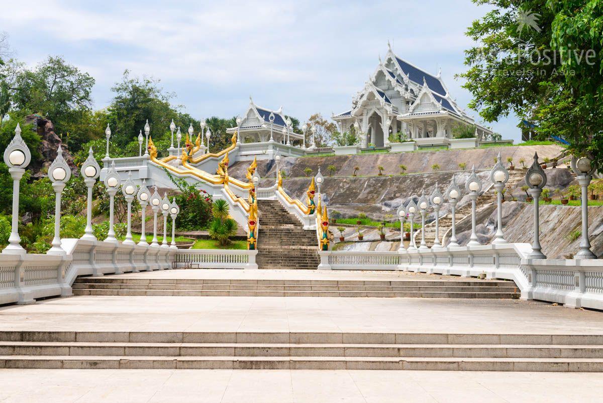 Белый храм в городе Краби (Таиланд) - достопримечательность Краби тауна