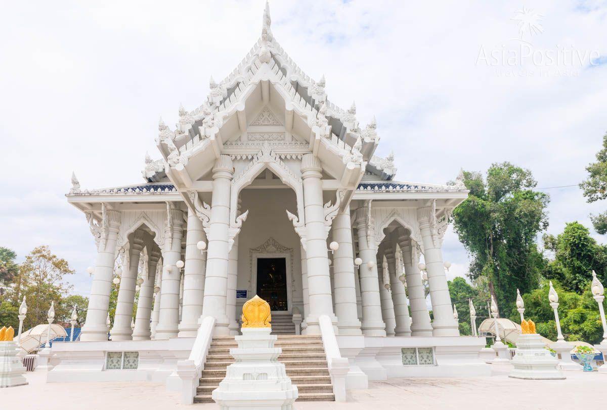 Белый храм в городе Краби (Таиланд) - интересная достопримечательность Краби тауна