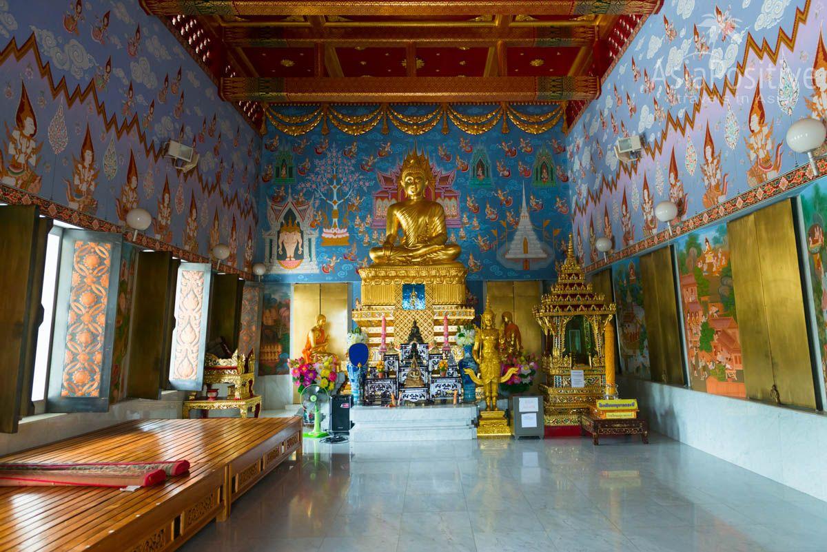 Интерьер храма Ват Кеу (Wat Kaew) в Краби (Таиланд)