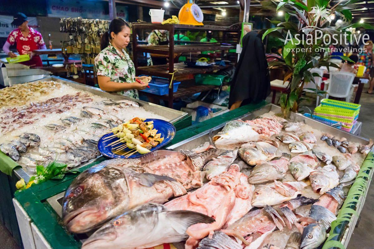 Широкий ассортимент морепродуктов в ресторанах на Ко Липе | 7 причин поехать на остров Ко Липе | Эксперт по путешествиям AsiaPositive.com