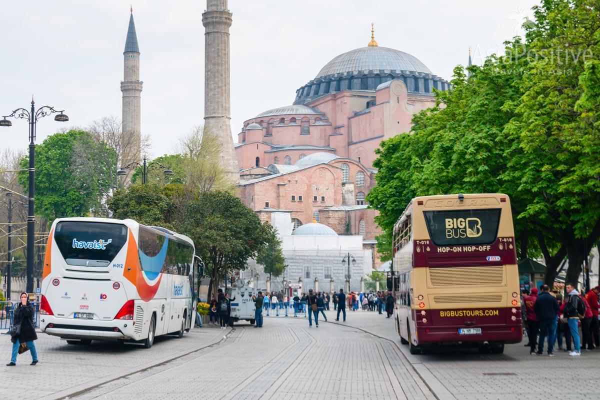 Остановка автобуса Аэропорт - Султанахмет находится возле Собора Святой Софии | Как добраться из аэропорта Стамбула в Султанахмет | Путешествия с AsiaPositive.com
