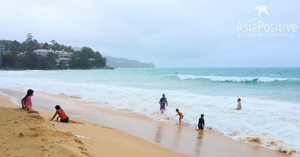 Пляж Сурин (Пхукет), но уже в сезон дождей в июле | Что такое сезон дождей в Таиланде | Куда и когда лучше ехать отдыхать в Таиланд | Путешествия с AsiaPositive.com