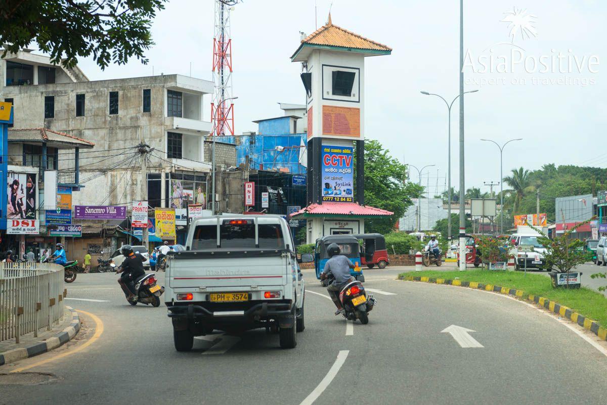 Башня с часами на главном перекрётске Дамбуллы | Шри-Ланка | Путешествия AsiaPositive.com