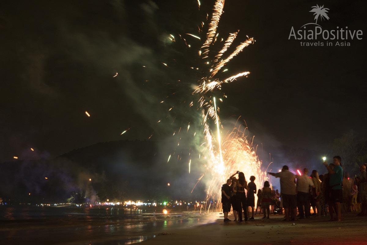 Празнование Нового года на пляжах тайского острова Пхукет