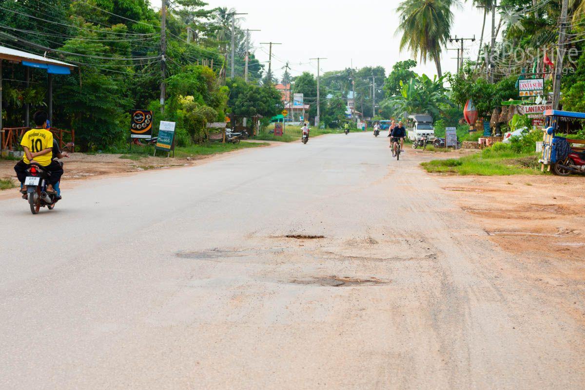 Выбоины на дорогах острова Ко Ланта | Транспорт на ко Ланте (Таиланд) | Путешествия и отдых c AsiaPositive.com