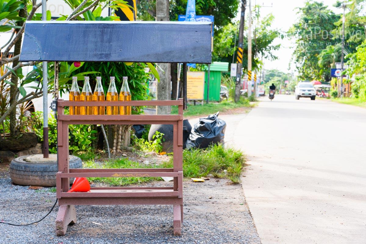 Вот так выглядят бутылочники - в бутылках топливо | Гда можно заправить авто на Пхукете | Таиланд | Путешествия AsiaPositive.com